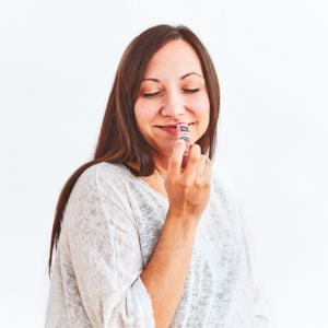 Appliction du baume à lèvres
